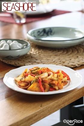 Stir-fried Pineapple and Fish Maw Recipe 黄金满地(黄梨炒鱼鳔)食谱